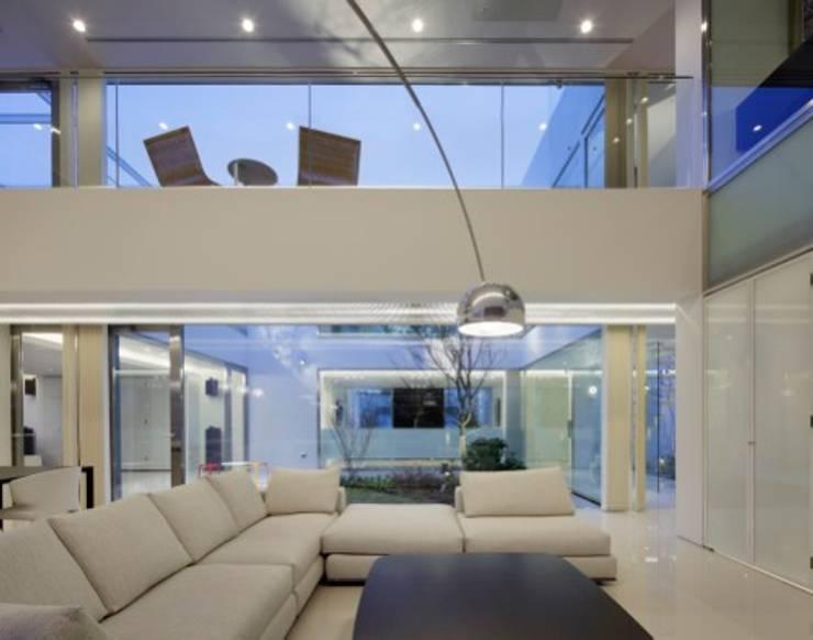 LIVING | HARMONIA | 高級注文住宅 | 2013 GOOD DESIGN AWARD: Mアーキテクツ|高級邸宅 豪邸 注文住宅 別荘建築 LUXURY HOUSES | M-architectsが手掛けたリビングです。