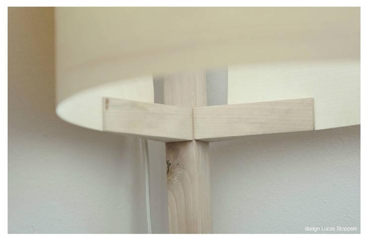 Lampe à poser: prototype: Maison de style  par Lucas Stoppele Design