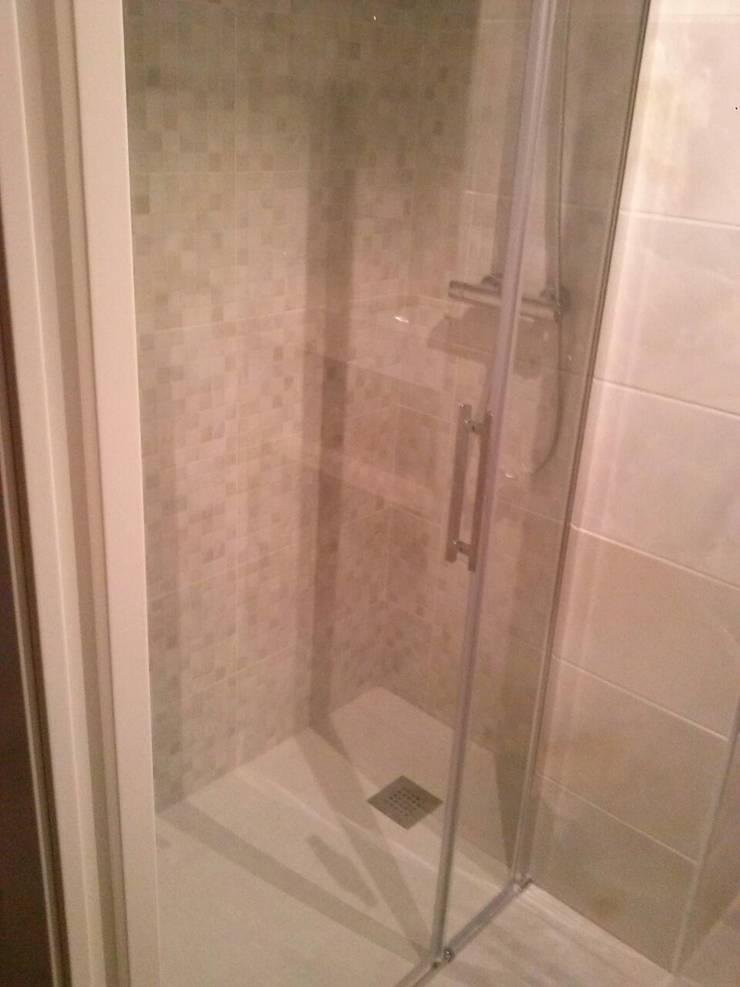Baño reformado:  de estilo  de 2 Mar Construcciones  HNOS. VINCELLE LLAMEDO S.L.