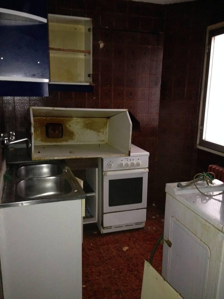 Estado anterior de la cocina:  de estilo  de 2 Mar Construcciones  HNOS. VINCELLE LLAMEDO S.L.