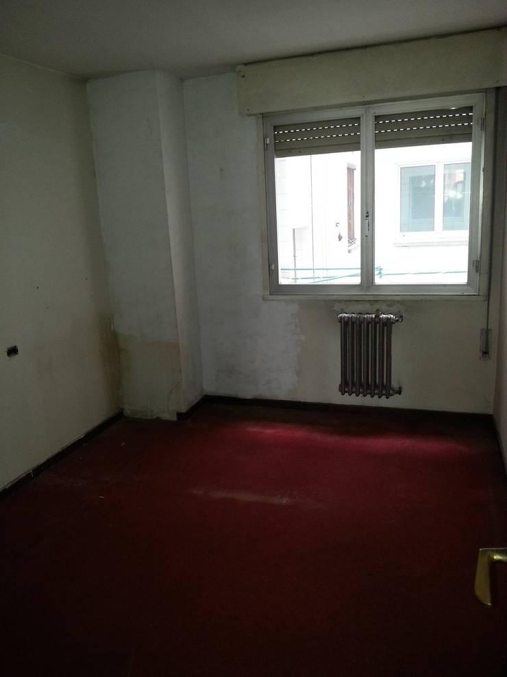 Habitación  antes de la reforma:  de estilo  de 2 Mar Construcciones  HNOS. VINCELLE LLAMEDO S.L.
