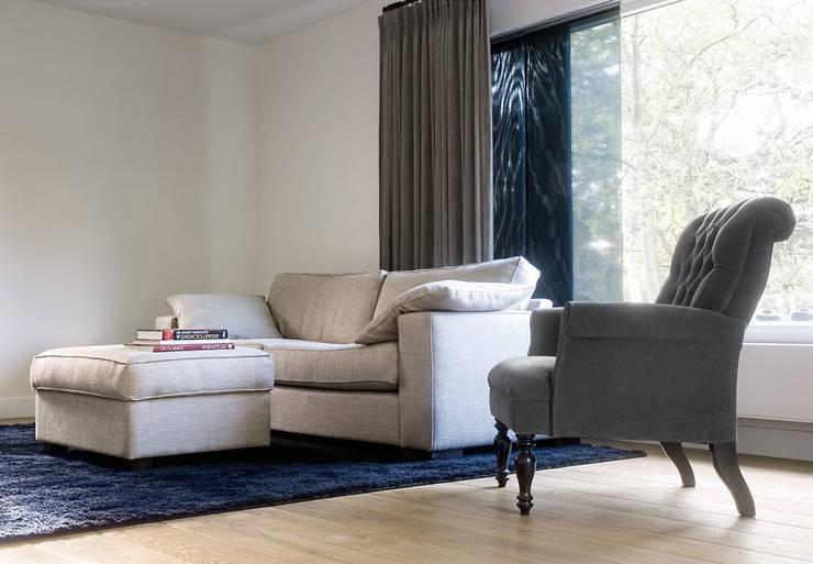 Woonhuis Berkel Enschot woonkamer:  Woonkamer door Interieurvormgeving Inez Burvenich