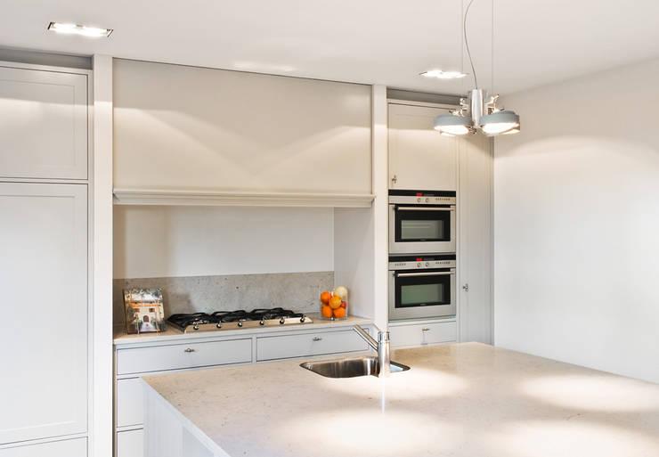 Woonhuis Berkel Enschot keuken:  Keuken door Interieurvormgeving Inez Burvenich