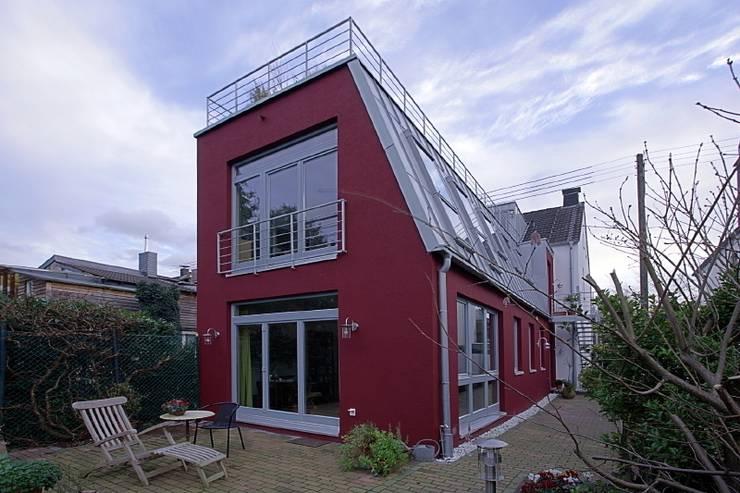 Neubau Nord und Westfassade: moderne Häuser von Architekturbüro Buhrdorf
