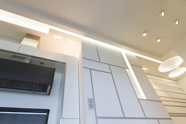 Вид на декорированую стену: Кухни в . Автор – Andrey Gulyaev Architects