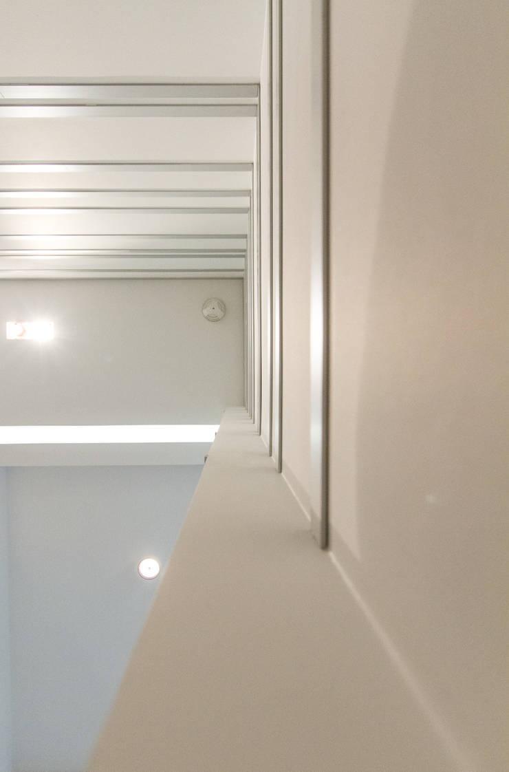 Детали: Коридор и прихожая в . Автор – Andrey Gulyaev Architects