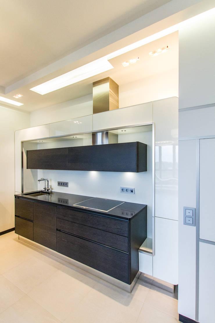 Частный интерьер – Современный минимализм: Кухни в . Автор – Andrey Gulyaev Architects