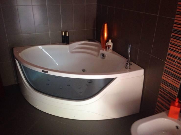 VILLA PRIVATA MONTEFORTE CILENTO: Bagno in stile  di SUPER BLOC SRL