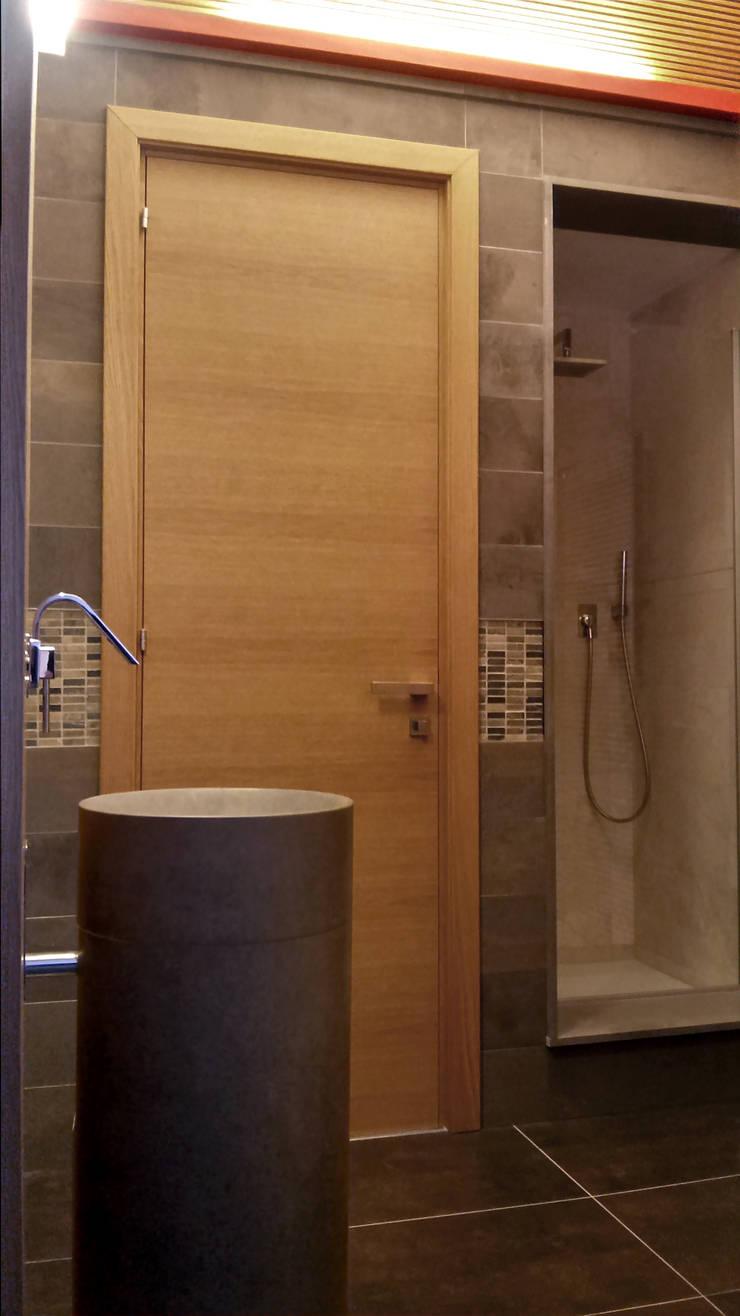 Bagno: Bagno in stile  di VZSTUDIO architettura,
