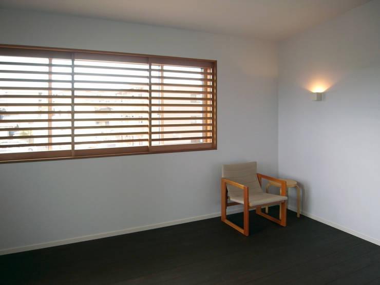 馬木の家 House in Umaki,Matsuyama: wada architectural  design office 和田設計が手掛けたリビングです。,