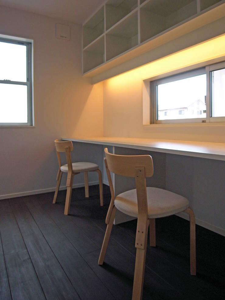 馬木の家 House in Umaki,Matsuyama: wada architectural  design office 和田設計が手掛けた書斎です。,