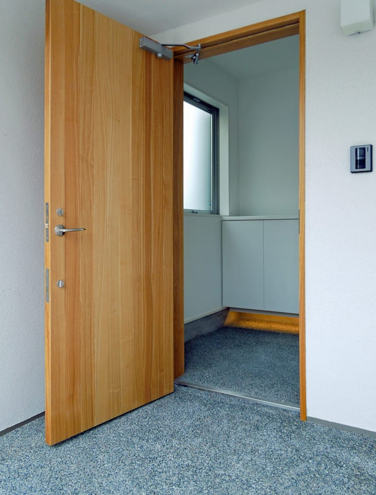 馬木の家 House in Umaki,Matsuyama: wada architectural  design office 和田設計が手掛けた窓です。,