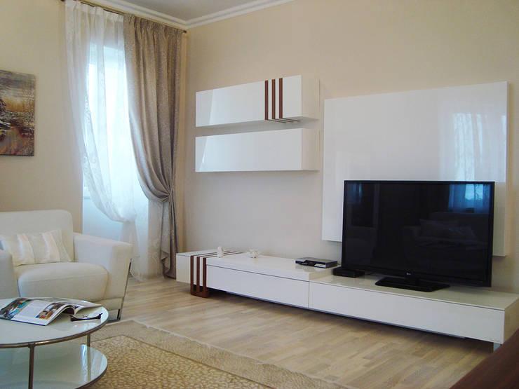 Светлая четырёхкомнатная квартира: Гостиная в . Автор – Дизайн В Стиле