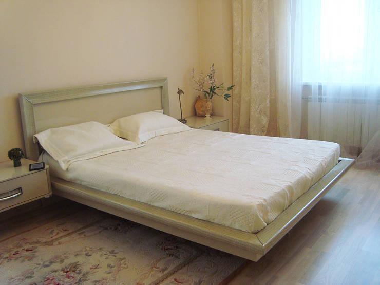 Светлая четырёхкомнатная квартира: Спальни в . Автор – Дизайн В Стиле