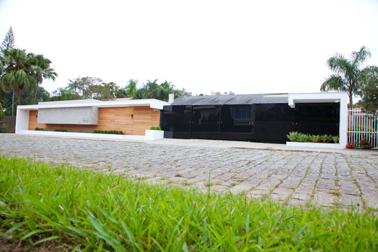 Casa AF: Casas minimalistas por ZAAV Arquitetura