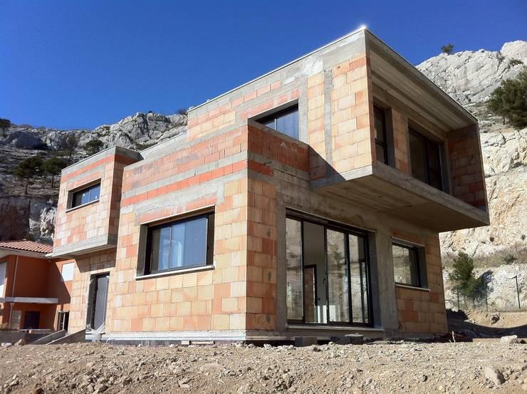 Z HOUSE :  de style  par AP ARCHITECTES