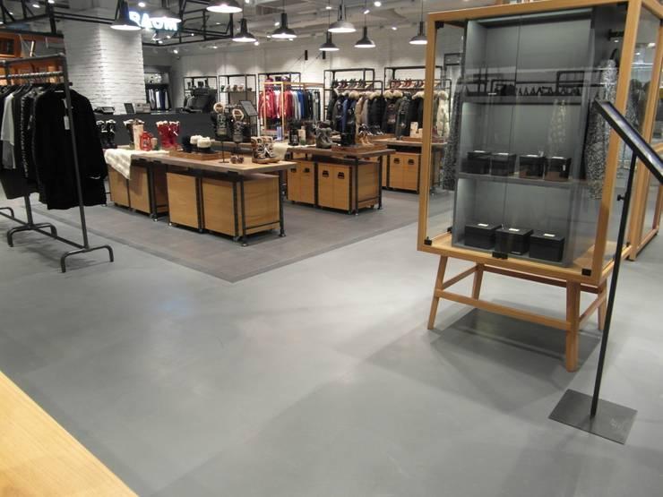 COEX Mall Premium Brand <q> R A U M </q> 빈크리트 시공 : 빈flow의  벽