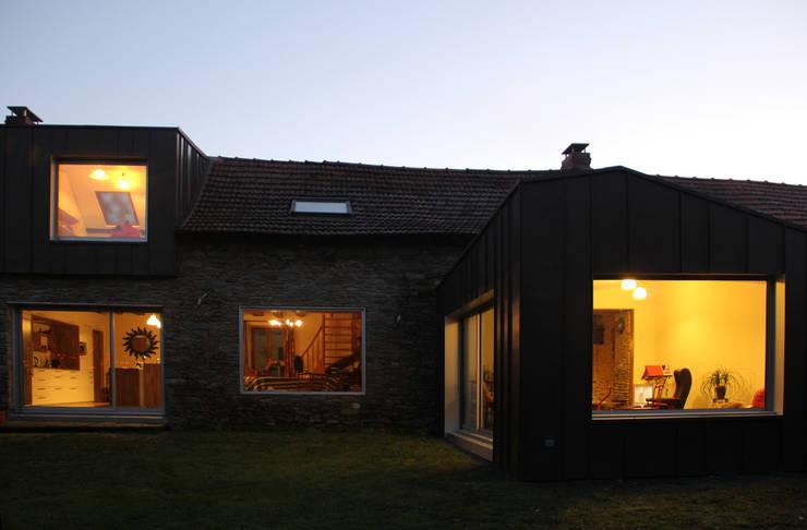Maison LER: Maisons de style  par tact architectes