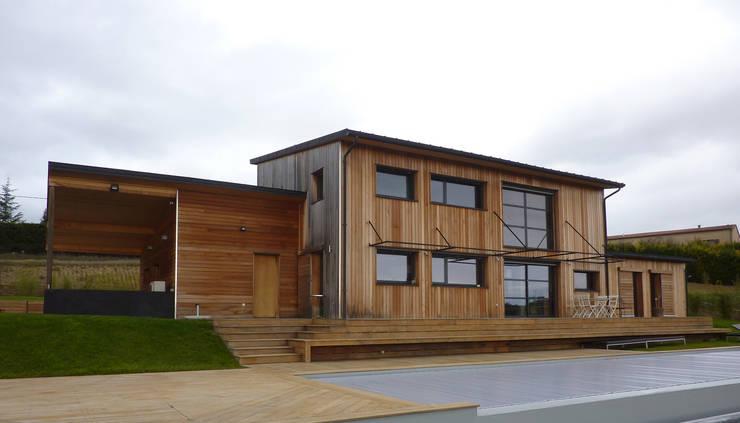 Façade Sud - terrasse bois - piscine: Maisons de style  par Agence Collart
