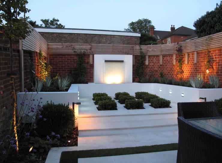 Contemporary Garden in Guildford:  Garden by Cherry Mills Garden Design
