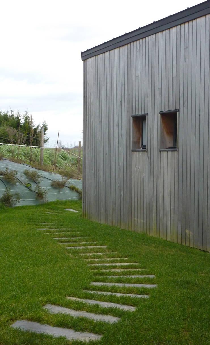 Extrait façade Nord: Maisons de style  par Agence Collart