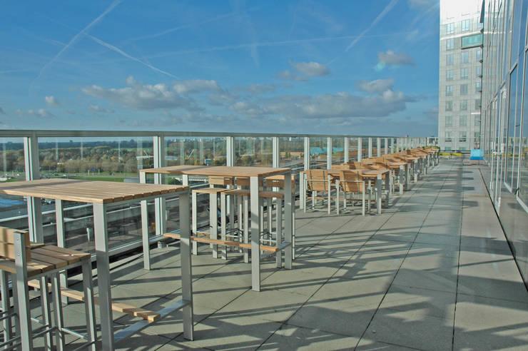 Kantoorterras:  Balkon, veranda & terras door Vormad - Sittingimage