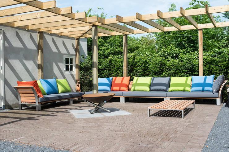 Inrichting diverse terrassen bij particuliere woning:  Balkon, veranda & terras door Vormad - Sittingimage