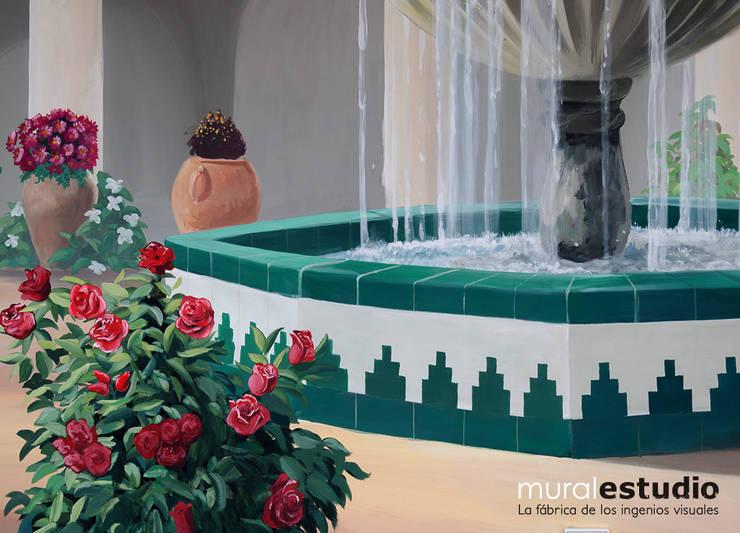 Trampantojo Patio Andaluz: Terrazas de estilo  de muralestudio