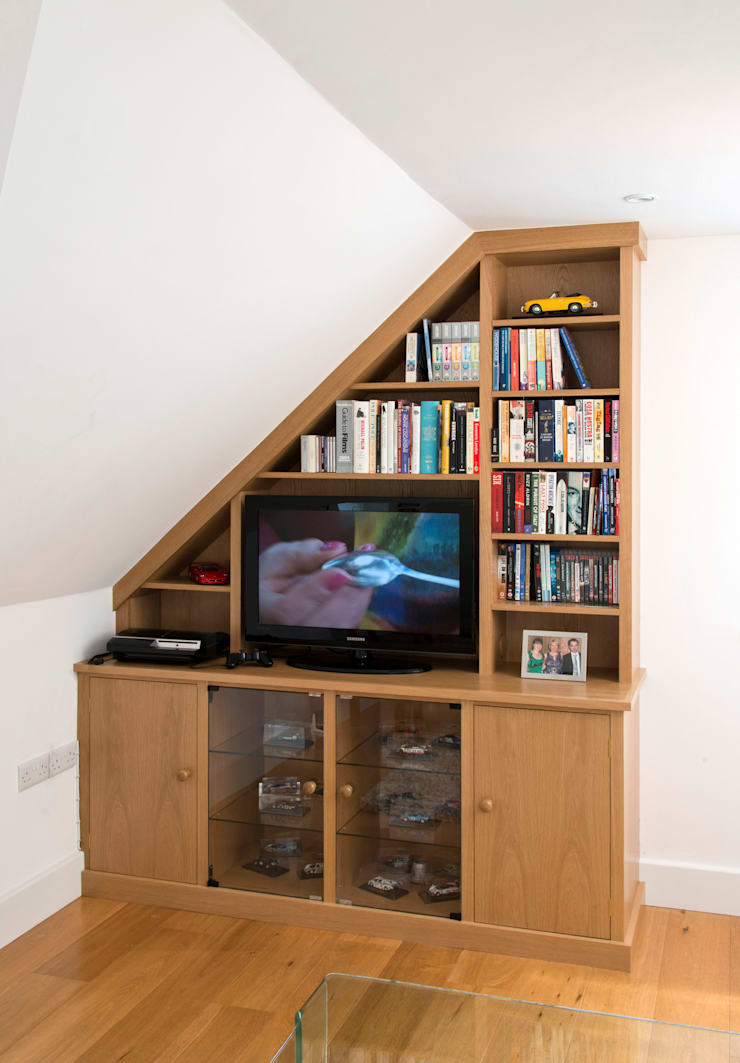 Attic room cupboards & shelves:  Living room by Martin Greshoff Furniture
