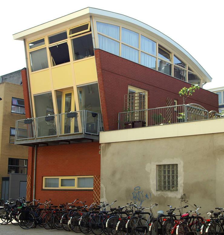 Zij- en achtergevel: moderne Huizen door ABC-Idee