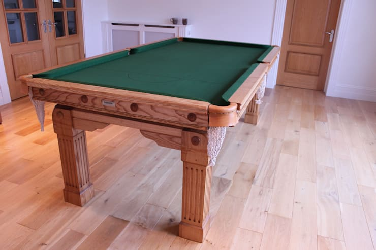 7 ft Fabio Convertible Diner with green cloth.:  Dining room by HAMILTON BILLIARDS & GAMES CO LTD