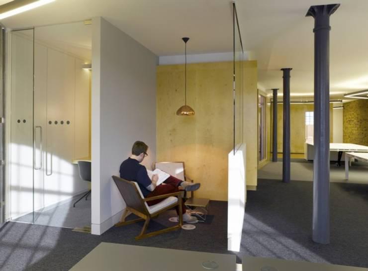 Edificios de Oficinas de estilo  por Salt and Pegram