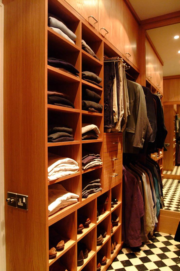 Walk in dressing room - Left hand side:  Dressing room by Martin Greshoff Furniture
