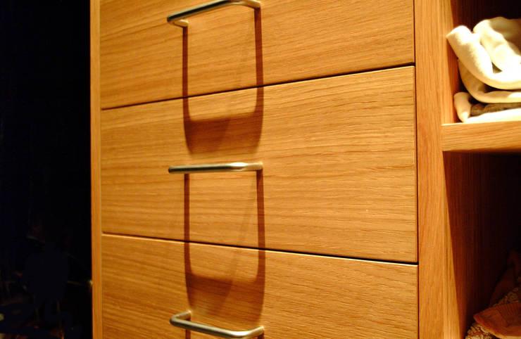 Drawer Detail:  Dressing room by Martin Greshoff Furniture