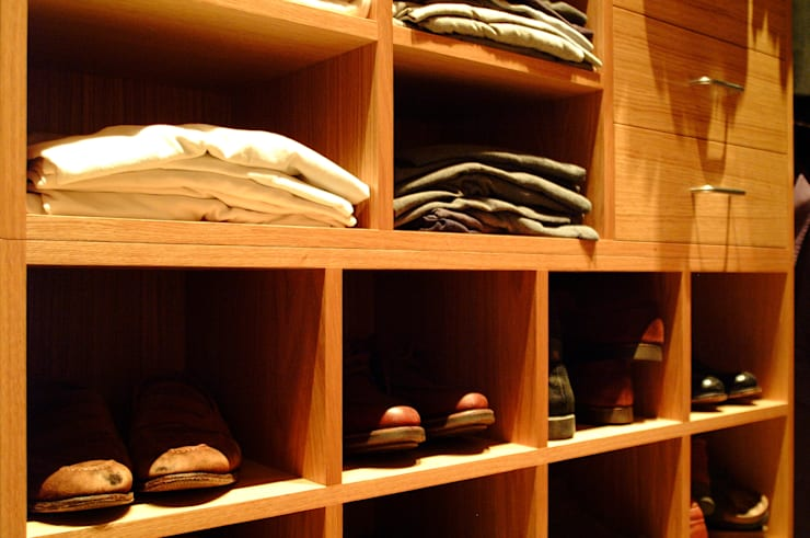 Compartment detail:  Dressing room by Martin Greshoff Furniture