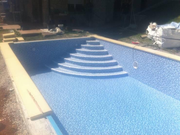 Piscina en Gresite :  de estilo  de 2 Mar Construcciones  HNOS. VINCELLE LLAMEDO S.L.