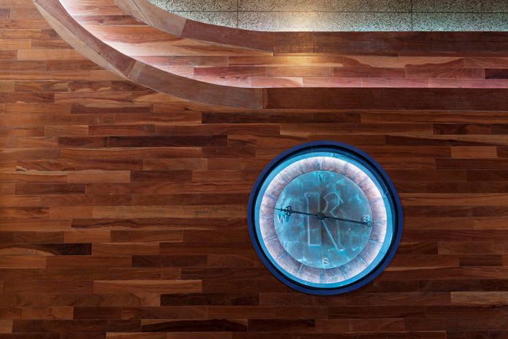 Club Yacht: Centros de congressos  por MM18 Arquitetura