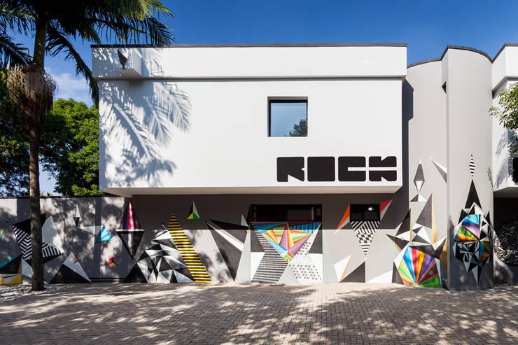 Fachada: Lojas e imóveis comerciais  por MM18 Arquitetura