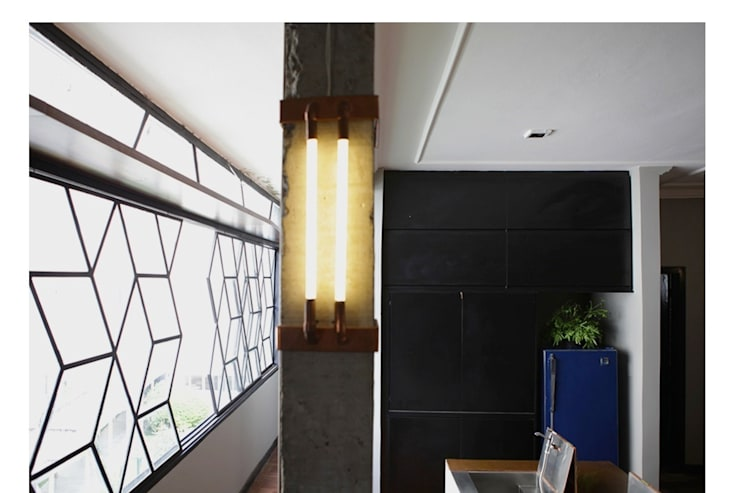 Apartamento Facundo Guerra: Corredores e halls de entrada  por MM18 Arquitetura