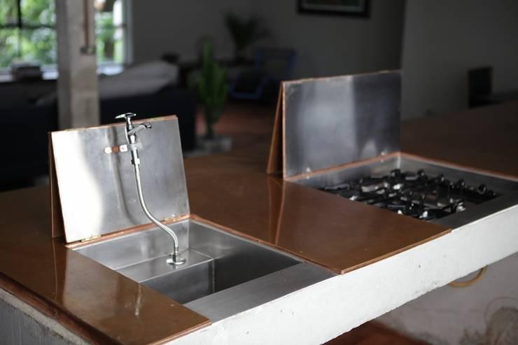 Apartamento Facundo Guerra: Cozinhas modernas por MM18 Arquitetura