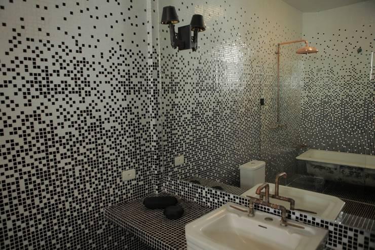 Apartamento Facundo Guerra: Banheiros modernos por MM18 Arquitetura