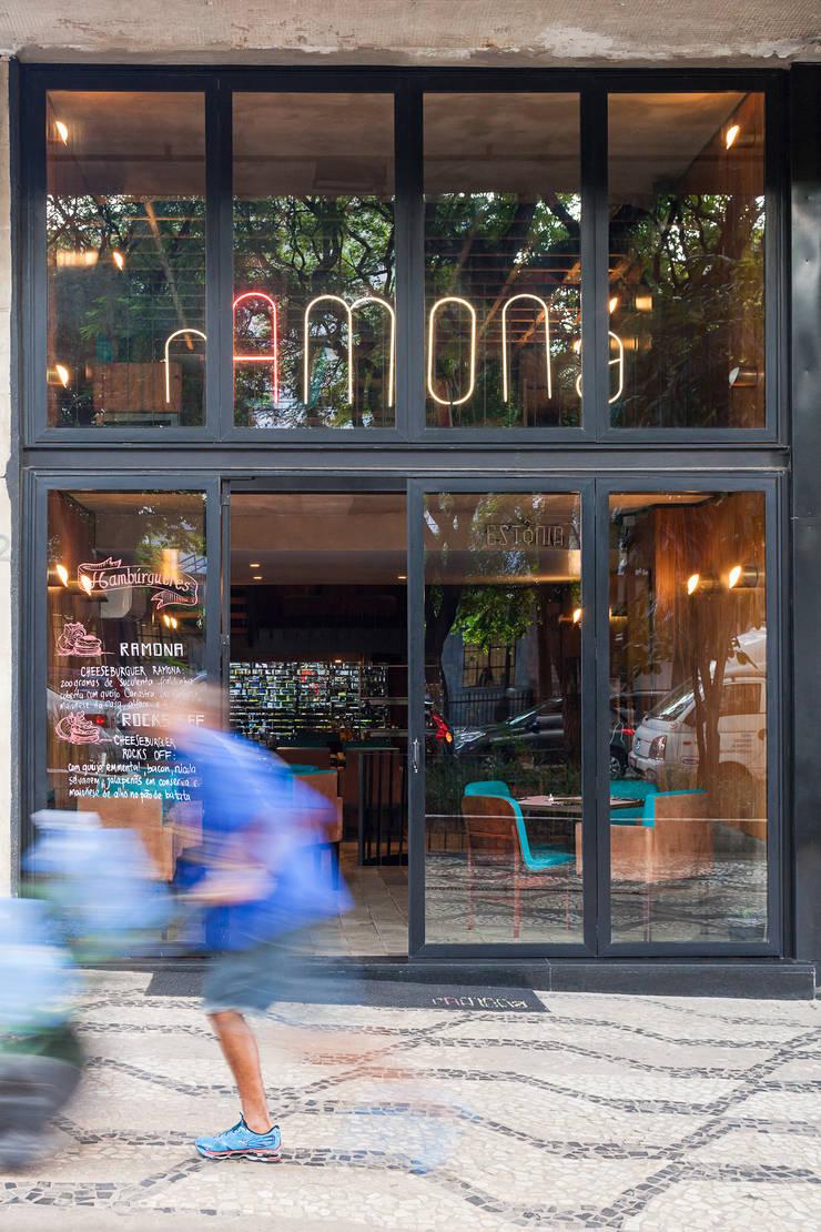 Fachada: Espaços gastronômicos  por MM18 Arquitetura,