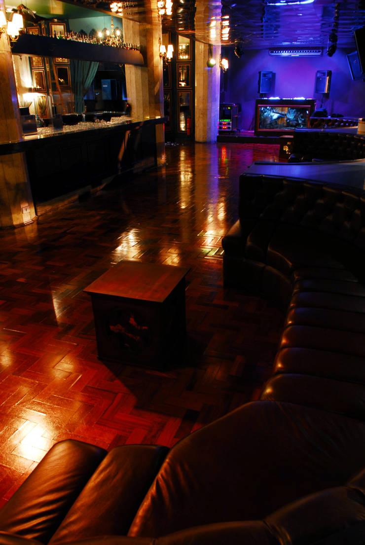 Lions Nightlub Centros de congressos modernos por MM18 Arquitetura Moderno