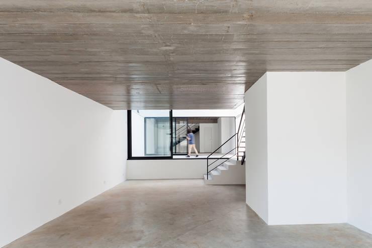 Edifício Sabará: Lojas e imóveis comerciais  por MM18 Arquitetura