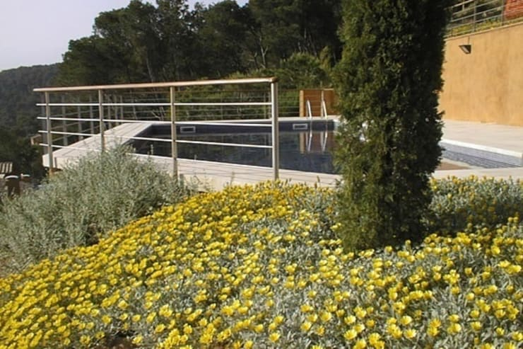 Jardín del Faro (Costa Brava): Jardines de estilo  de AB Paisatgistes SL