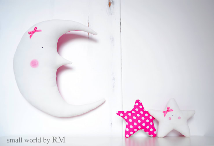 Cojín luna y estrella: Habitaciones infantiles de estilo  de Mundo Raquel