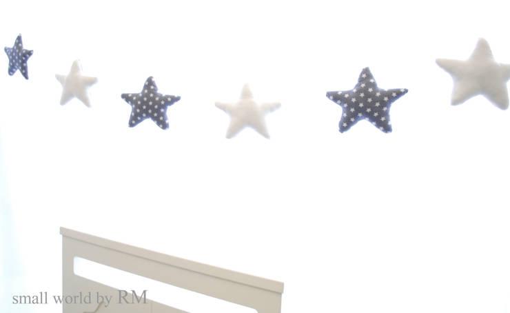 Guirnalda de estrellas: Habitaciones infantiles de estilo  de Mundo Raquel