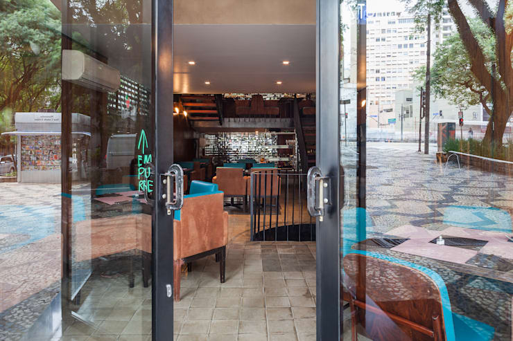 Entrada: Espaços gastronômicos  por MM18 Arquitetura,