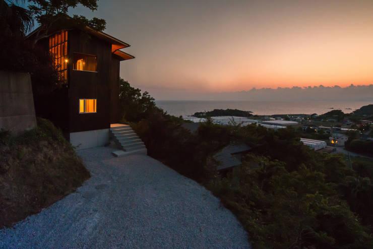 Tei アプローチ外観: キリコ設計事務所が手掛けた家です。,和風