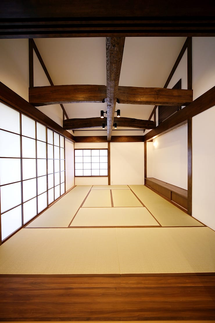 プライベートデッキを囲む家: ㈱カナザワ建築設計事務所/KANAZAWA Architects Design Officeが手掛けた和室です。